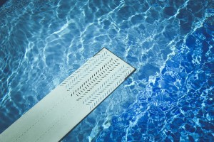 Laguna Beach pool service acid washes pools to remove stains